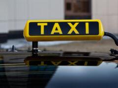 В Воронеже ночью 17-летний пассажир ограбил таксиста