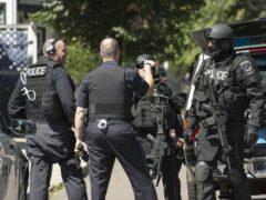 В США полицейского отстранили от работы из-за популярности в Интернете