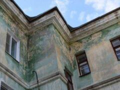 Очевидцы: В Петербурге на улице Шахматова мужчина спрыгнул с крыши