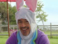 Роберт Дауни-младший примерил костюм пасхального кролика