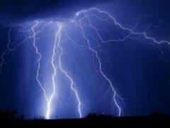 В Астраханской области школьница погибла от удара молнии