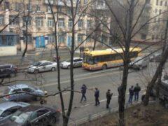 На юго-западе Москвы разбились шесть машин, пострадал пешеход