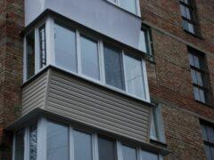 В Новосибирске 36-летний мужчина погиб, выпав с балкона 8-го этажа
