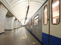 Пассажир упал на рельсы фиолетовой ветки московского метро