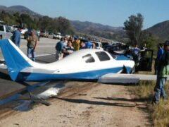 В Калифорнии самолет упал на автомобиль