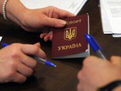 Порошенко предложили изменить русские фамилии на украинский лад