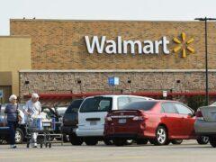 В США полицейский застрелил женщину в супермаркете Walmart