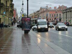 На Невском проспекте в Петербурге троллейбус сбил 83-летнего пешехода