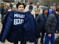 В Перми Касьянову подарили ватник с надписью «Миша — вор»