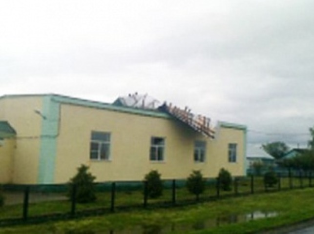Ветер сорвал 105 кв. мкровли соспортзала школы вРязанской области