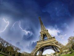 В Париже восемь детей и один взрослый пострадали от удара молнии