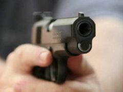 Петербург: На Ленинском проспекте с пистолетом ограбили цветочный магазин