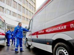 Петербург: На мать с ребенком обрушился кусок козырька подъезда