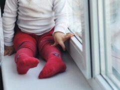 Двухлетняя девочка упала с четвертого этажа и выжила