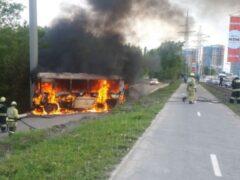 Пассажирский автобус внезапно вспыхнул в Уфе