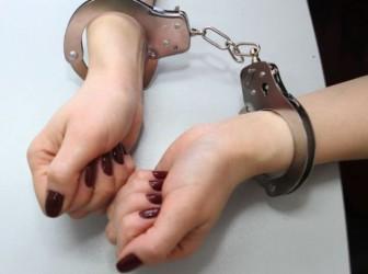 задержанная наручники