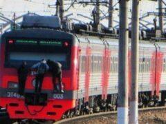 Петербург: Девочек-зацеперов сняли с электрички на Ленинском проспекте