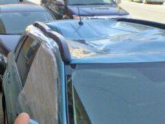 На Петроградской стороне мужчина упал из окна на машину
