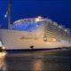 Самый большой круизный лайнер в мире отправился в первое путешествие