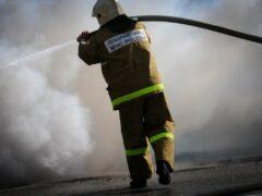 В Советском округе Омска 20 пожарных тушили автопогрузчик