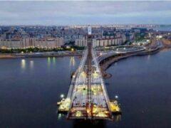 Руфер Эрмитажник забрался на строящийся вантовый мост и «Зенит-Арену»
