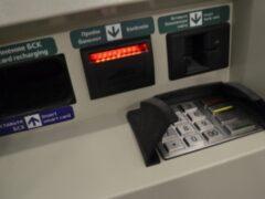 В Петербурге мошенники обокрали банкоматы с помощью удочки из скотча