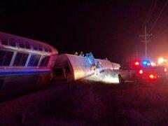 На западе США поезд сошел с рельсов, четыре человека пострадали