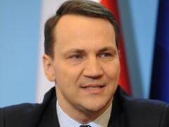 Экс-глава МИД Польши назвал уродом министра обороны страны