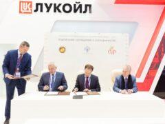 ПМЭФ: Алекперов, Мединский и Пиотровский подписали соглашение о сотрудничестве
