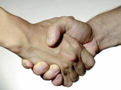 Ученые нашли причину слабого рукопожатия