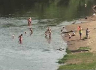 купание берег реки