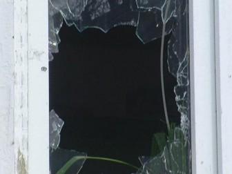 разбитое стекло окно