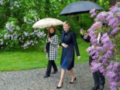 Президент Польши объяснил появление на фото третьей руки у первой леди
