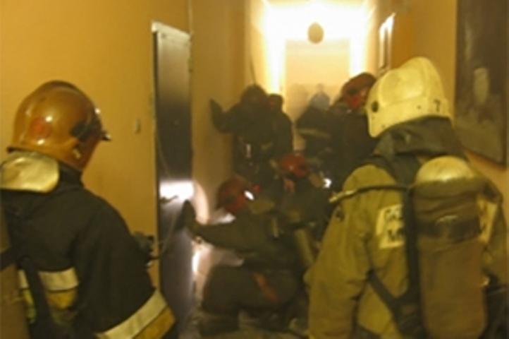 Изгорящей коммуналки наВасильевском острове спасли семь человек