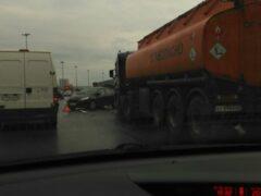 Петербург: Перед Вантовым мостом столкнулось пять машин