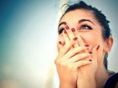 Ученые объяснили, почему люди плачут от счастья