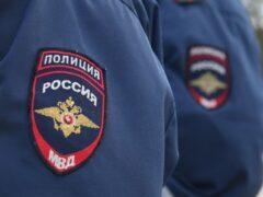 В Кемерове мужчина пытался задушить полицейского