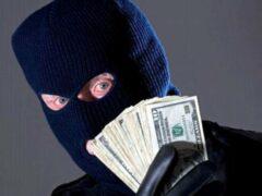 Двое в масках ограбили отделение банка в Екатеринбурге