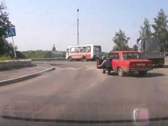 водитель выпал из авто