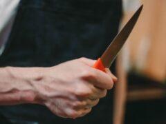 Житель Залегощенского района с ножом напал в Орле на своих приятелей
