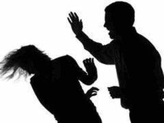 Трое мужчин жестоко избили женщину с ребенком на улице