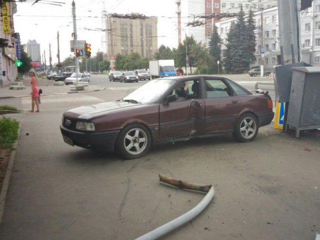 Audi-80 сбил 3-х человек натротуаре наулице Вагжанова вТвери