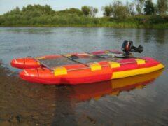 На озере в Дербышках перевернулся катамаран с женщиной
