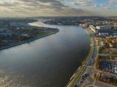 Петербург: Из Невы достали утопленника в трусах и носках