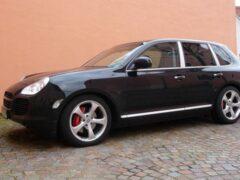 В Петербурге приставы забрали у фирмы-должника Porsche Cayenne