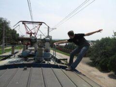 Петербург: В Морском порту юный зацепер попал под грузовой поезд и лишился ступни