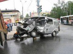 В Нижегородской области «Газель» врезалась в каток: 5 пострадавших