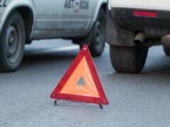 В Челябинске маршрутка застряла между двумя легковыми автомобилями