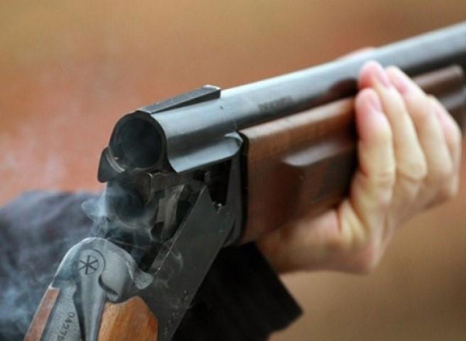 Гражданин Сочи расстрелял изружья полицейскую машину иранил сына