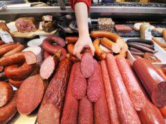 В Екатеринбурге мошенники украли 900 килограммов колбасы
